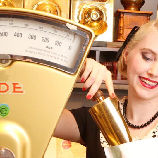 EINE FRISCHE LIEFERUNG CARLOS-KAFFEE IST EINGETROFFEN! Die Hamburger Oberhafenmischung aus der Reihe THE TASTE OF CARLOS KELLA.