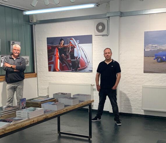 Der Hamburger Fotograf Carlos Kella und unser Autor und Freund des Hauses Peter